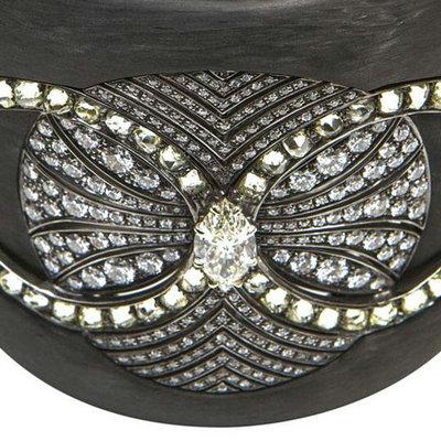 Balmain(巴尔曼)推出首个以碳为灵感的珠宝
